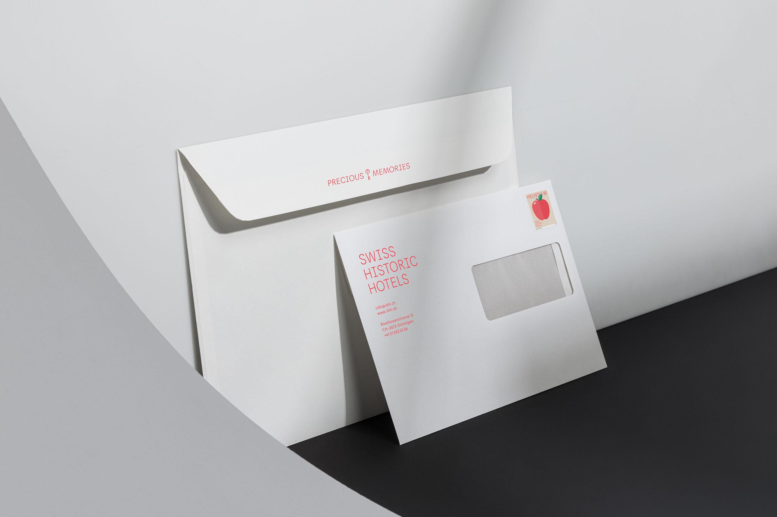 Rückseite Kuvert C4 und Vorderseite Kuvert C5 mit Claim, Logo und Briefmarke für Swiss Historic Hotels